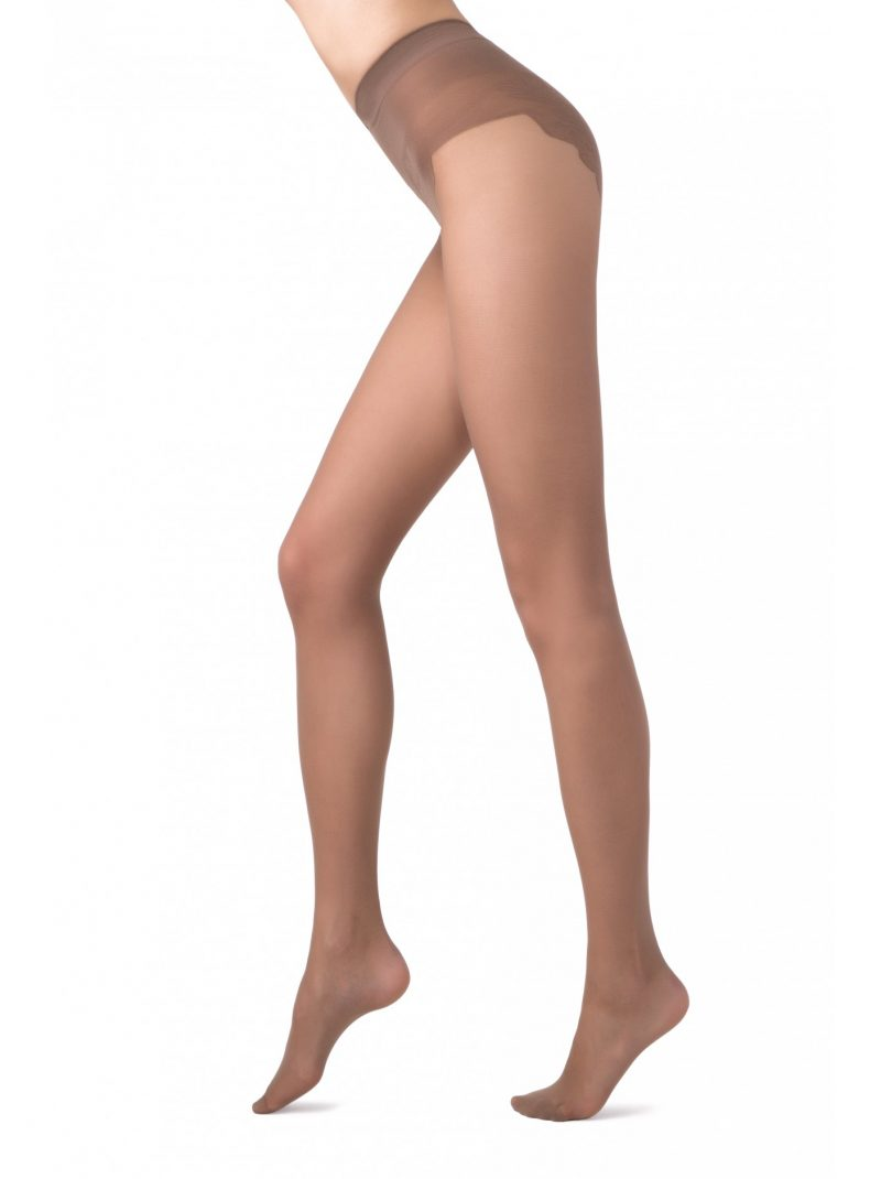 Conte Bikini 20 denier panty met mooi afgewerkte broek in de kleur taupe