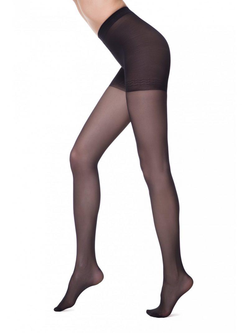 Corrigerende panty van 20 denier met corrigerend broekje en een brede tailleband