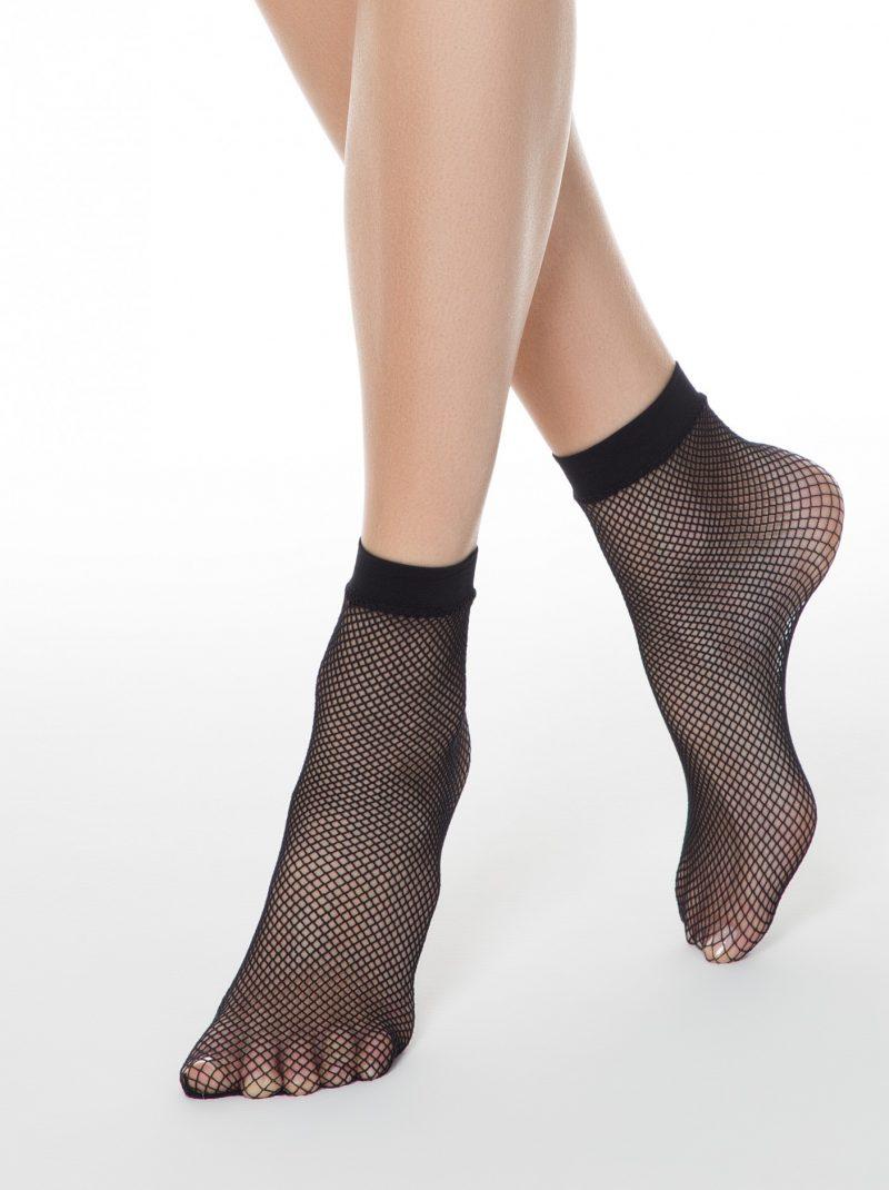 zwarte fishnet sokken met middelgrote gaten