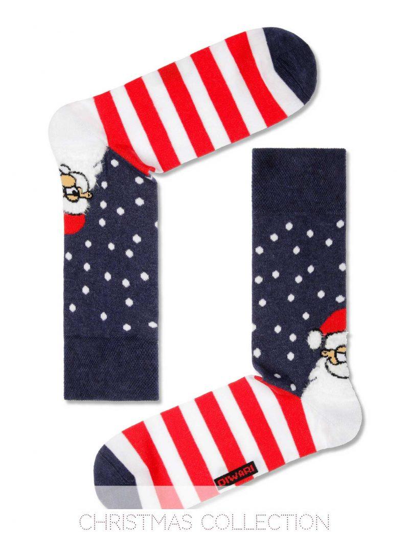 Mooi kerstsokken voor heren met glimlachende santa en leuke witte stippen en felrode strepen